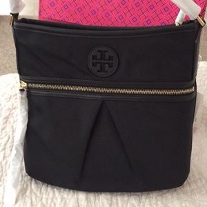 New  authentic Tory Burch Nylon Swing pack